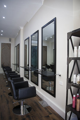Wilson-Marz-Hairdressing-Salon4