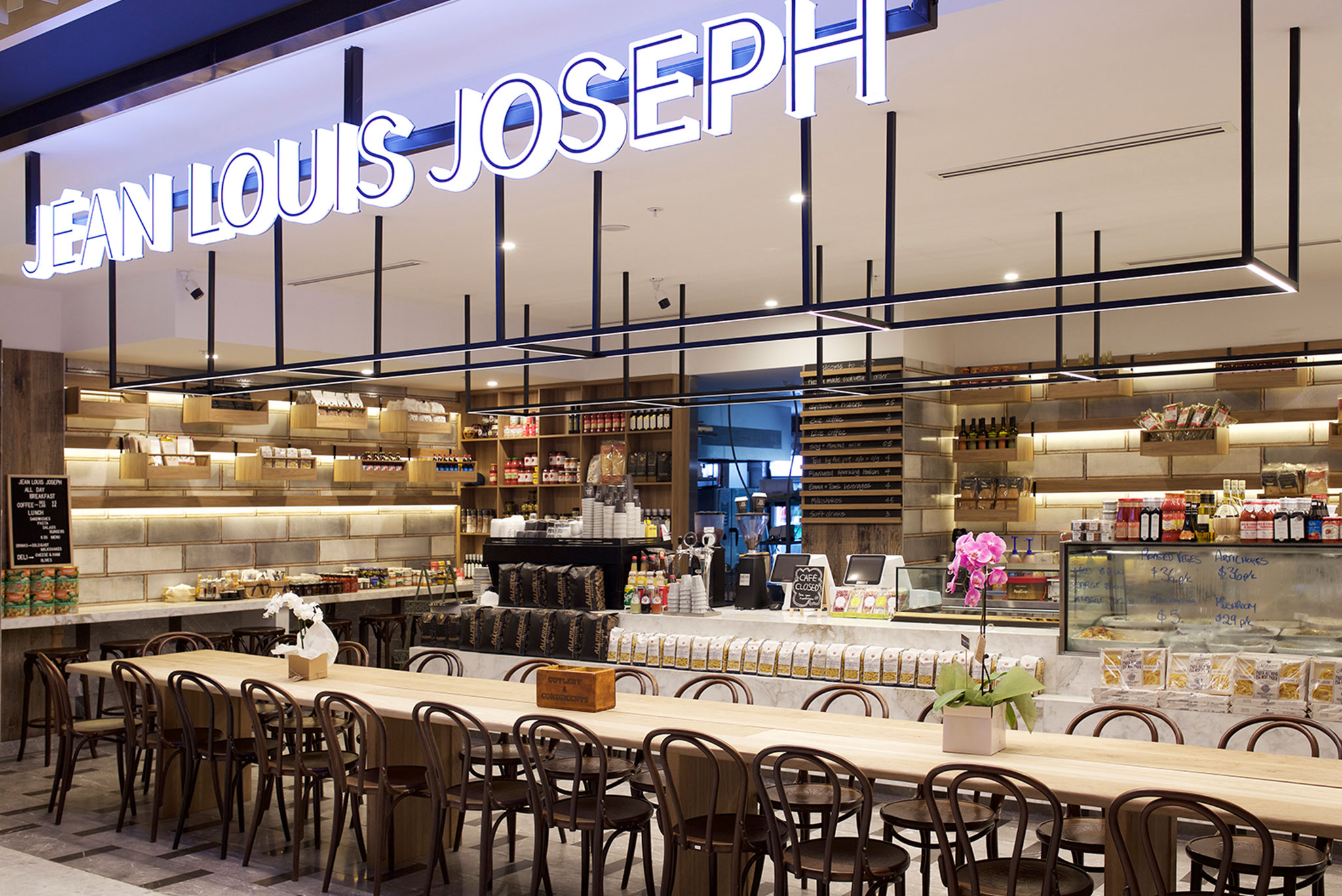 2.-Jean-Louis-Joseph-table-light-ii